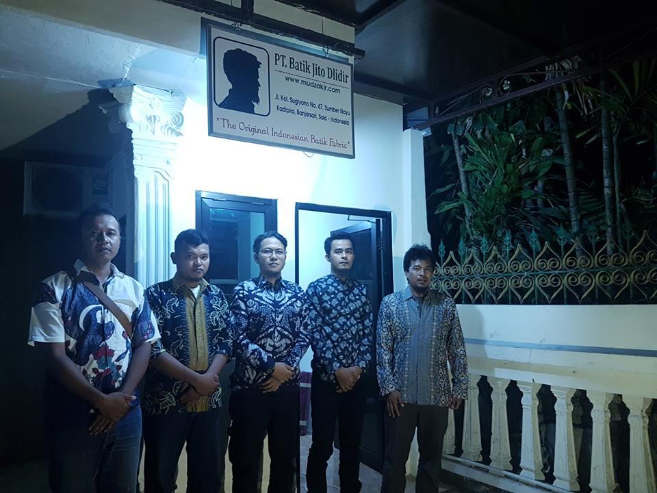 Mudzakir dan PT. Batik Jito Dlidir di kantor