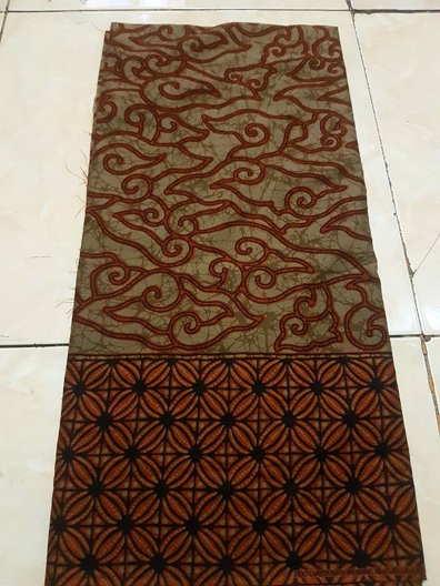 Seragam batik di Surabaya
