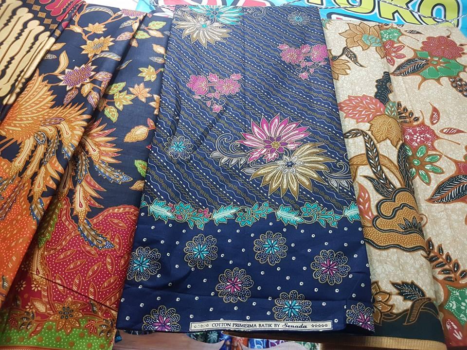 Seragam batik among tamu dengan nuansa klasik dan modern