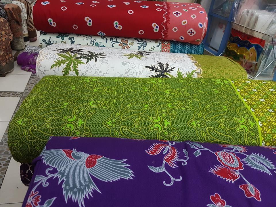 Seragam batik bank BNI dengan motif elegan