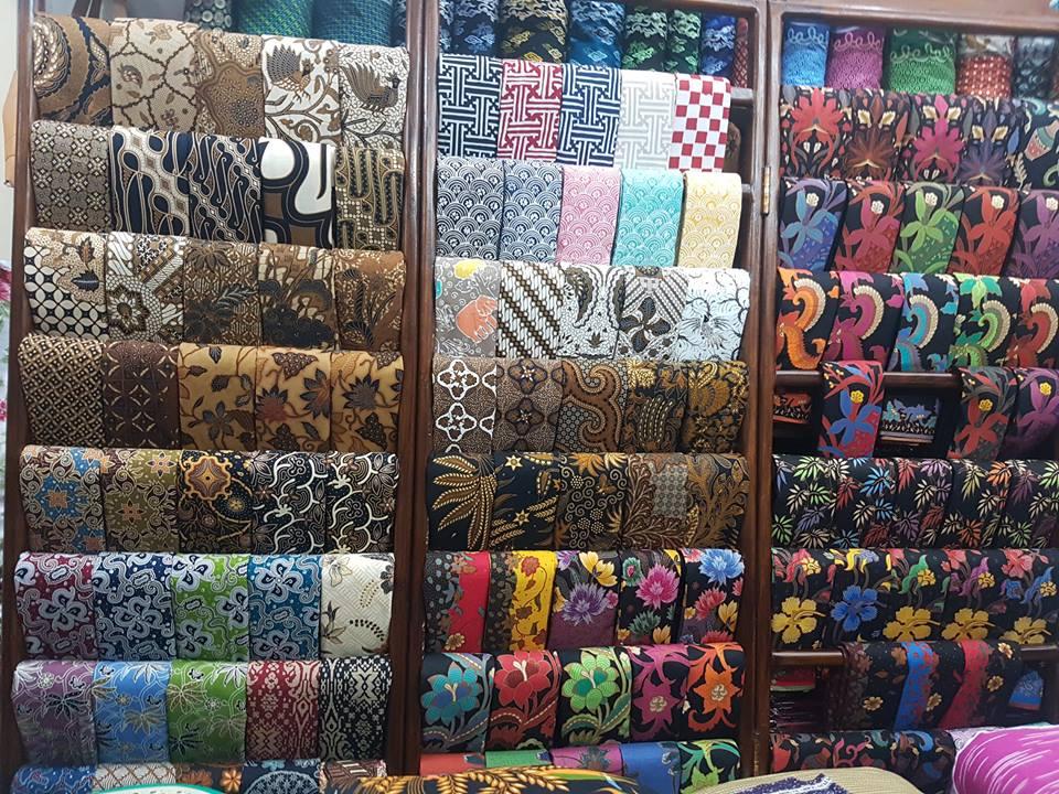 Seragam batik bank BRI dengan motif klasik nan elegan