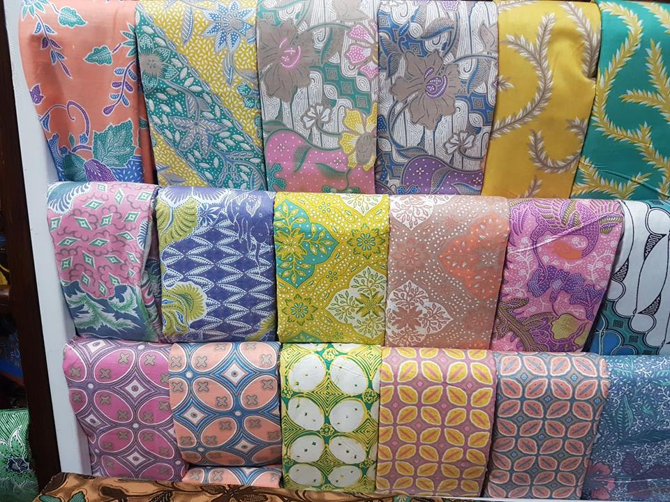 Seragam batik kombinasi untuk kantor dan sejenisnya