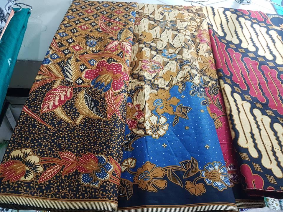 Seragam batik pernikahan dengan motif klasik maupun unik