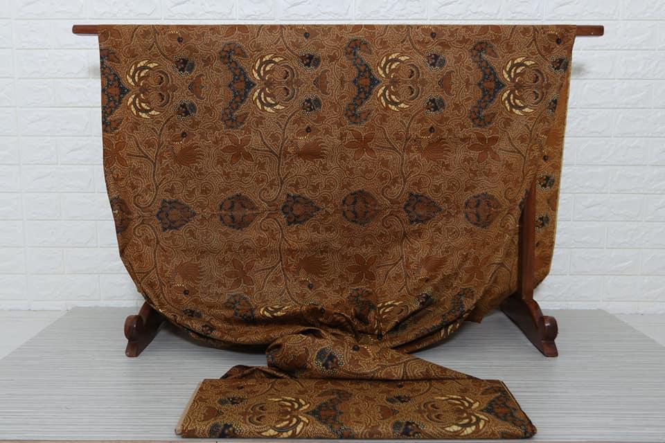 Seragam batik pernikahan dengan motif klasik, modern maupun unik