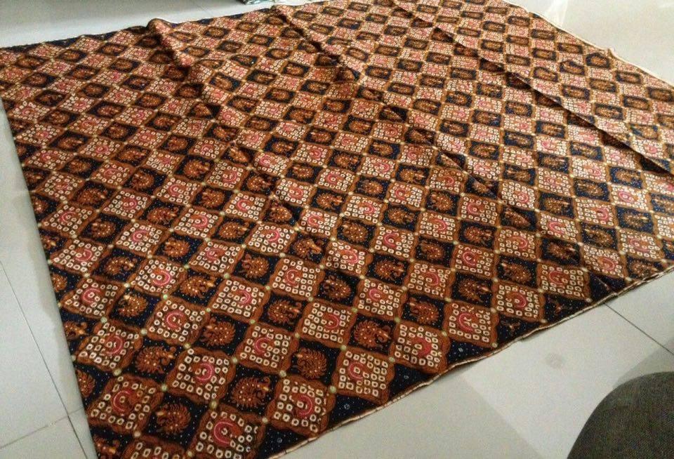 Seragam batik hajatan terbuat dari motif dan katun berkualitas