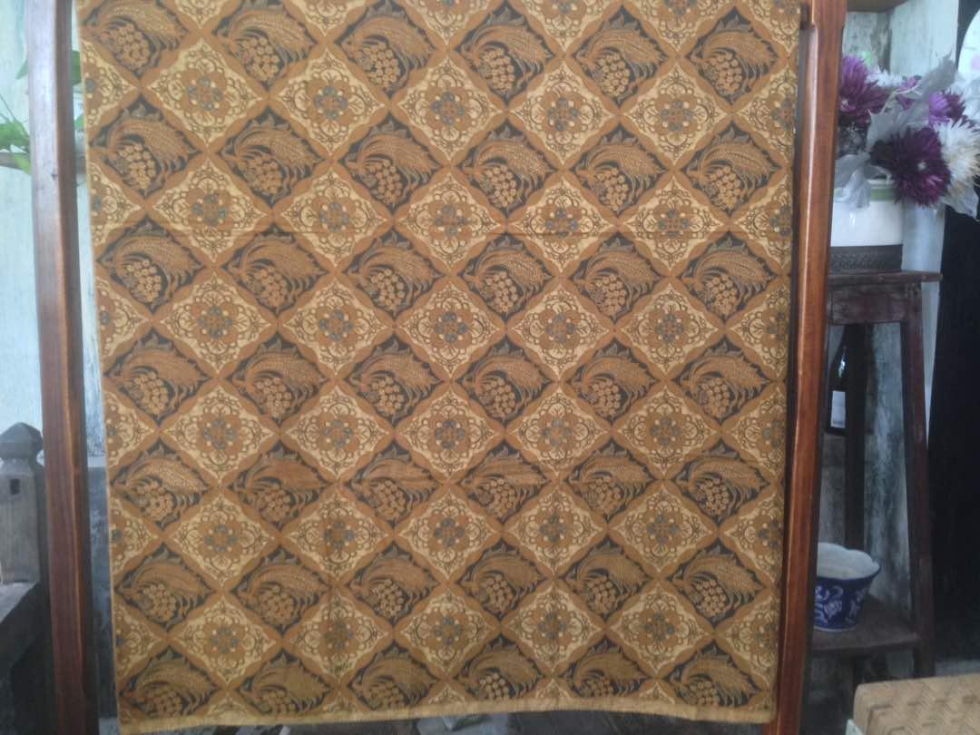 Seragam batik sarimbit baik dengan lawasan maupun modern