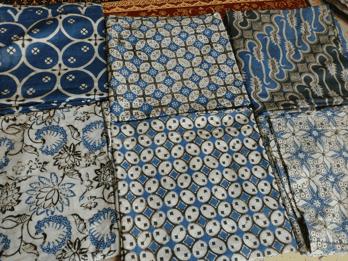 Seragam batik warna biru