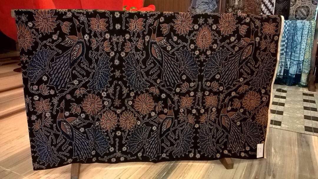 Seragam batik Adaro Indonesia dengan tehnik tulis asli atau canting