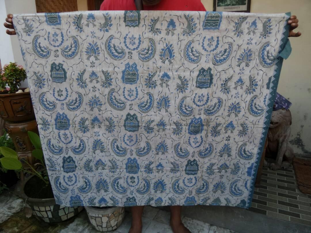 Kemeja batik untuk wanita