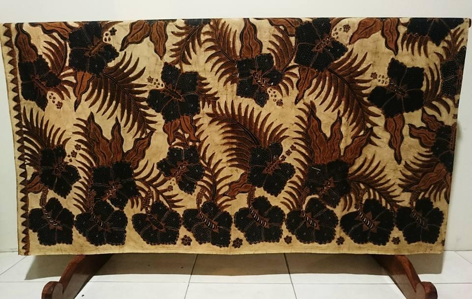 Batik tradisional identik dengan batik tulis