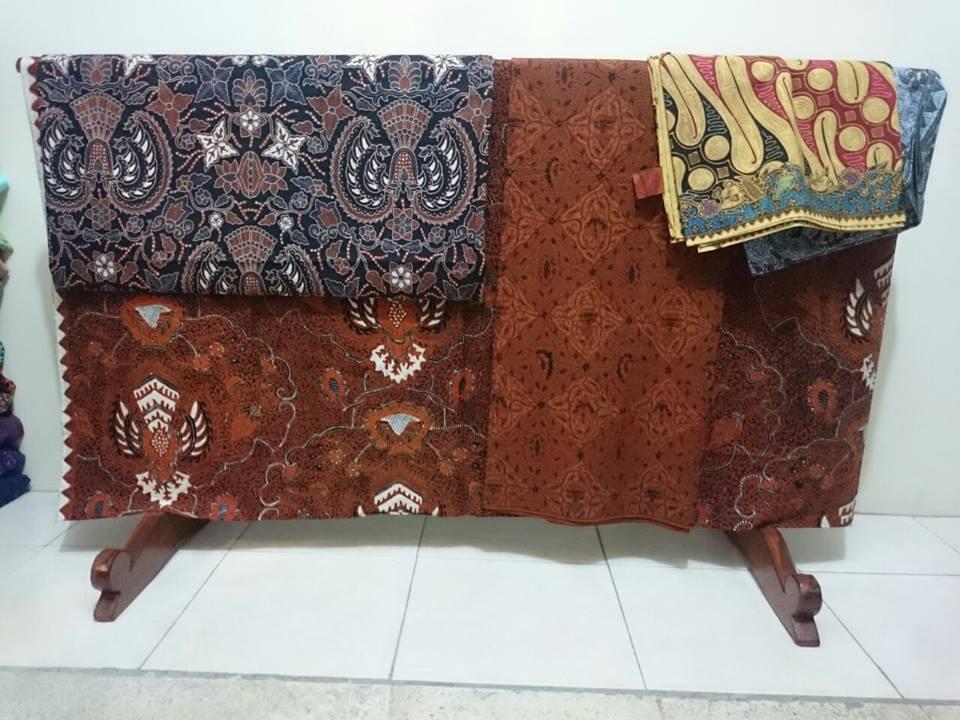 Batik tulis Lasem