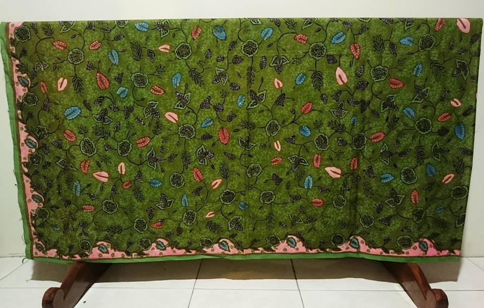 Seragam batik Bidan dengan motif sesuai pesanan