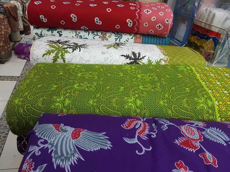 Seragam batik Adaro Indonesia dengan tehnik handprint
