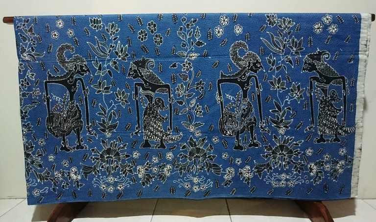 Batik tulis indigo terkenal menggunakan bahan alam