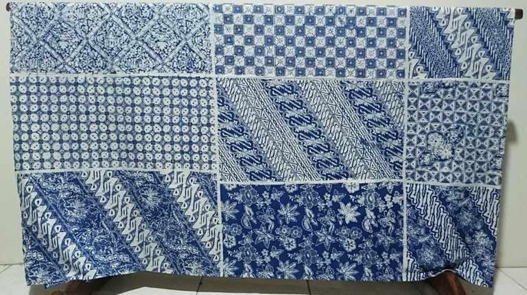 Seragam batik Pakuwon Jati dalam wujud masih kain dengan tehnik cap yang tradisional
