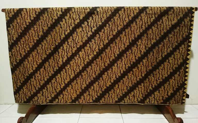 Seragam batik Pakuwon Jati dengan tehnik tulis asli atau canting