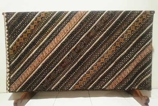 Batik tulis Indonesia dengan tulis asli canting