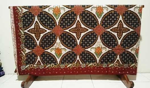 Batik tulis kontemporer dengan tehnik tulis kombinasi PM di Batikdlidir
