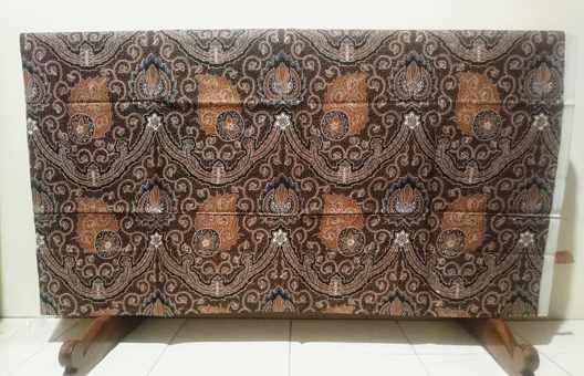 Tehnik pembuatan Seragam batik  dengan cabut kombinasi tulis