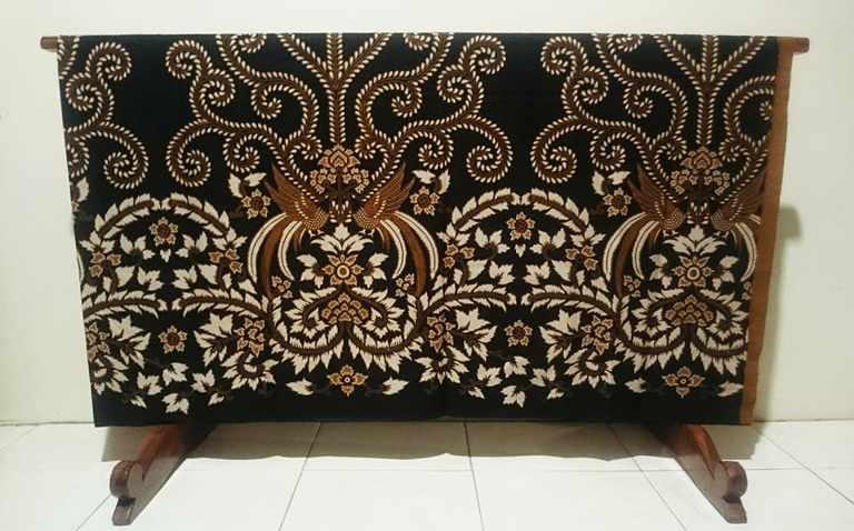 Tehnik pembuatan Seragam batik  menggunakan Plangkan Cabut Warna