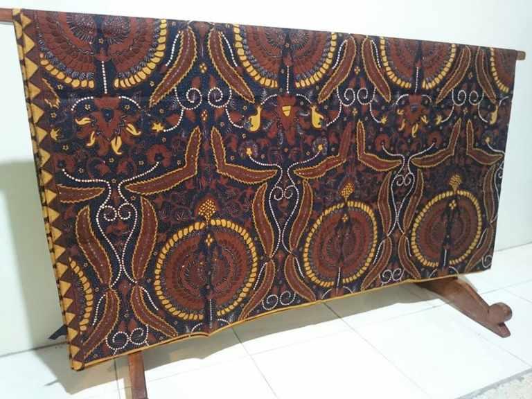 Tehnik pembuatan kain batik menggunakan Canting atau Tulis