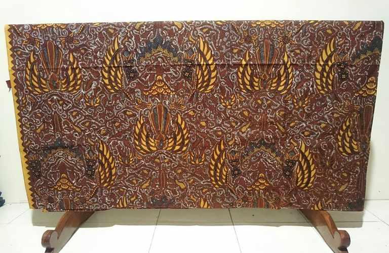 Batik tulis granit yang memiliki motif titik-titik