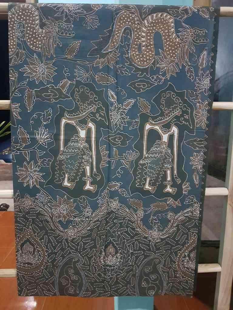 Batik tulis Jawa Tengah di Batikdlidir kota solo untuk seragaman, sarimbitan ataupun acara pernikahan