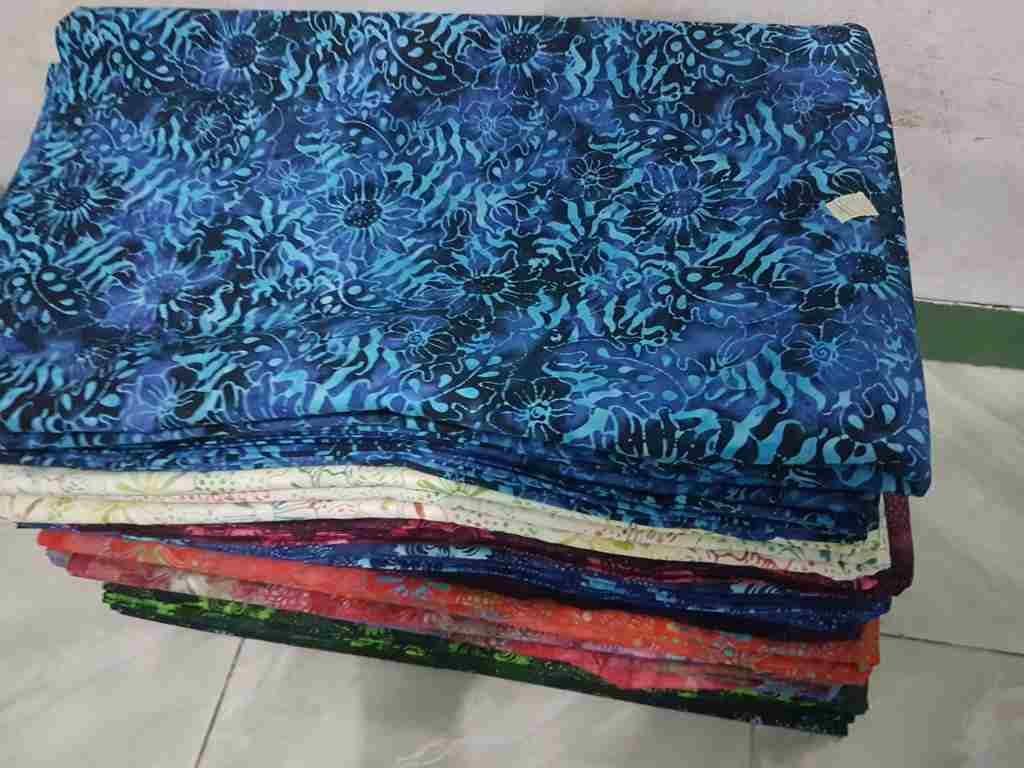 Tehnik pembuatan Seragam batik sekolah Denpasar menggunakan cap