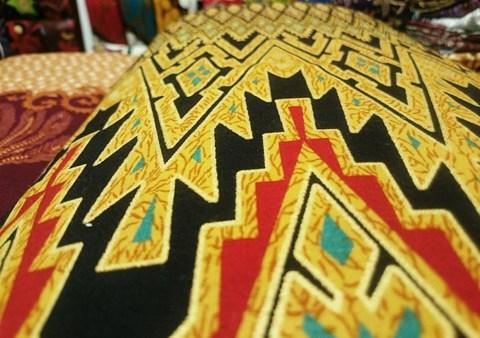 Tehnik pembuatan Seragam batik sekolah Makassar menggunakan plangka