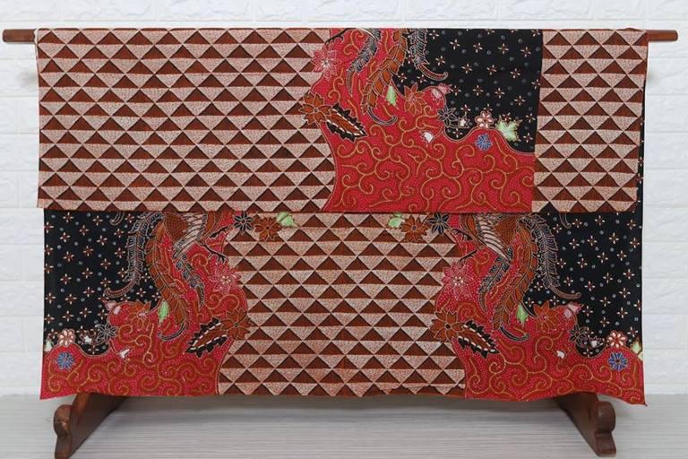 Kain batik sutra modern dengan tehnik canting