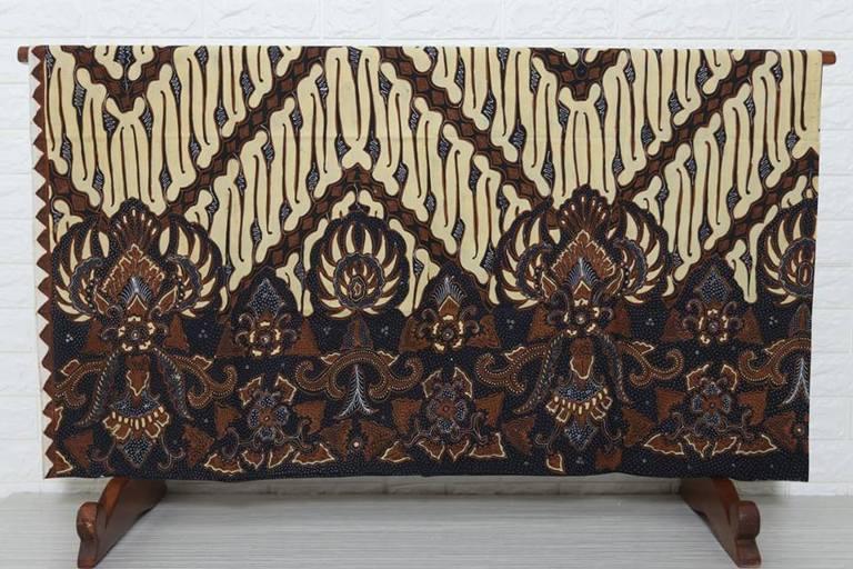 Model baju batik komplit dengan bahan berkualitas