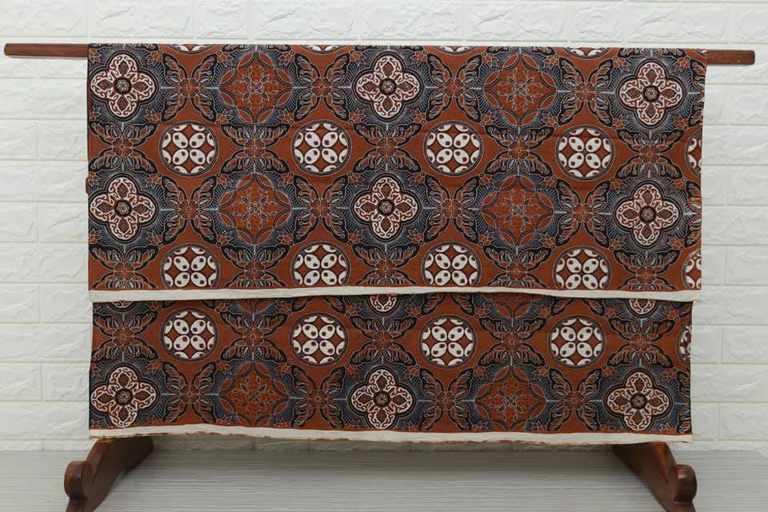 Tehnik pembuatan Seragam batik dengan cabut kombinasi tulis canting