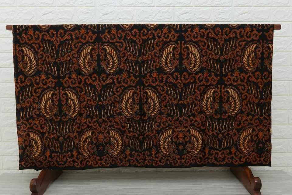 Tehnik pembuatan Seragam batik menggunakan Plangkan Cabut Warna motif gurdo