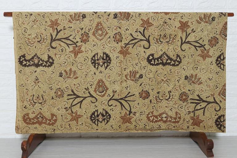 Batik modern dengan bahan dan metode pengrajin pilihan