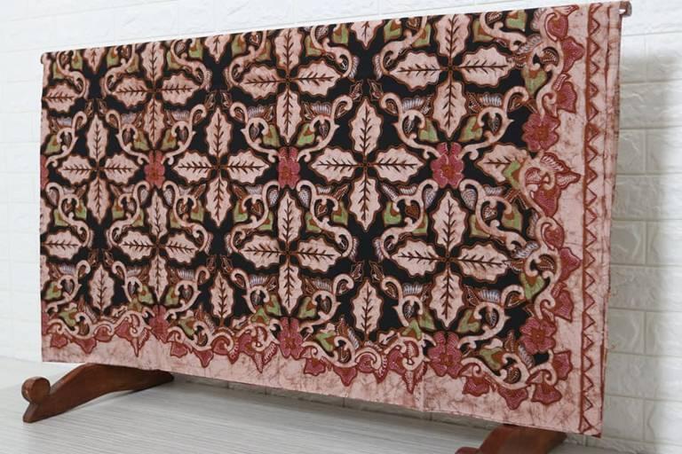 Batik tulis halus Cirebon menggunakan bahan premium