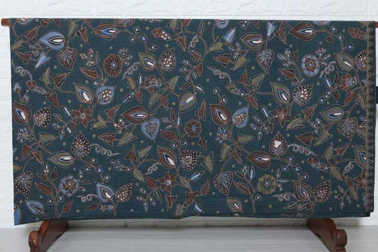 Batik tulis motif flora sangat banyak ragamnya