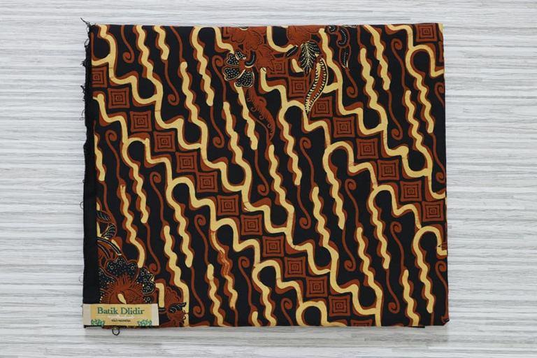 Batik Solo cantik dengan bahan katun asli di Batikdlidir