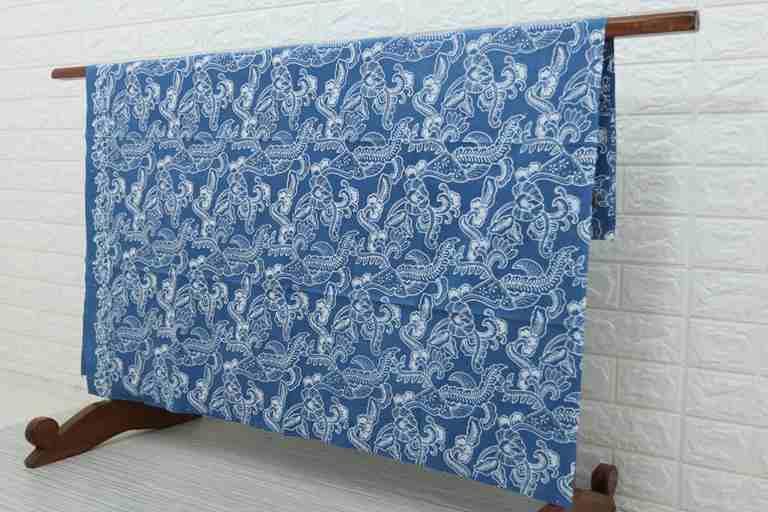 Tehnik pembuatan Seragam batik menggunakan Plangkan Cabut Warna. Ca