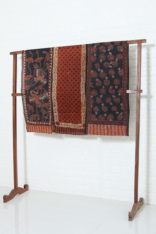 Kain batik sutra modern