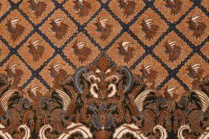 Berikut di bawah ini merupakan contoh motif batik cendrawasih yang dikembangkan oleh pengrajin kami ke kain batik dengan teknik tulis asli canting.